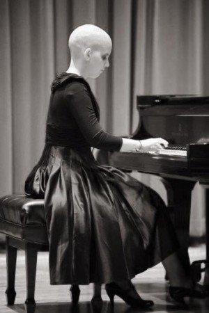 Hannah Lee at piano